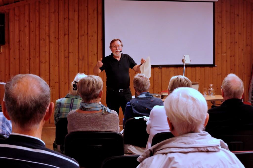 Björn Dal föreläser om bokens resa fram till idag...