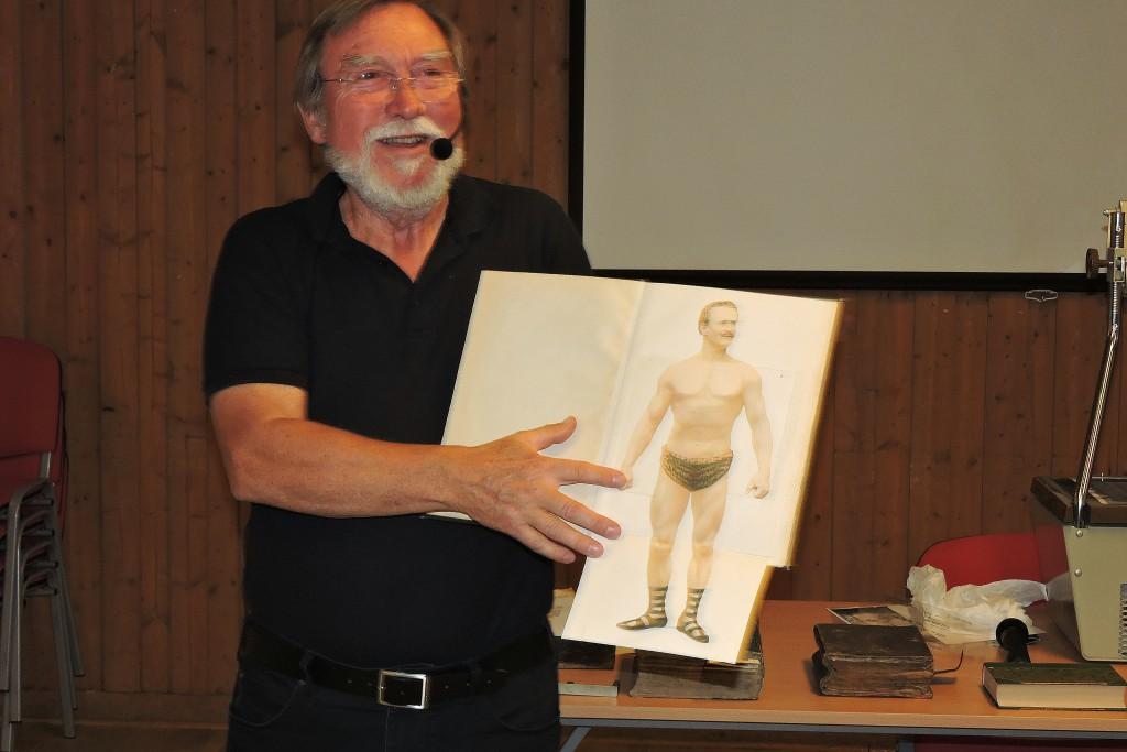 Hemmets läkarbok från 1900 talets början, höjde stämningen på föredraget när Björn vek upp sida efter sida...