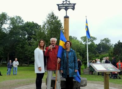 Jenny Önnevik, Thage Leo samt Pernilla Thomasson är stolta över minnesmärket..