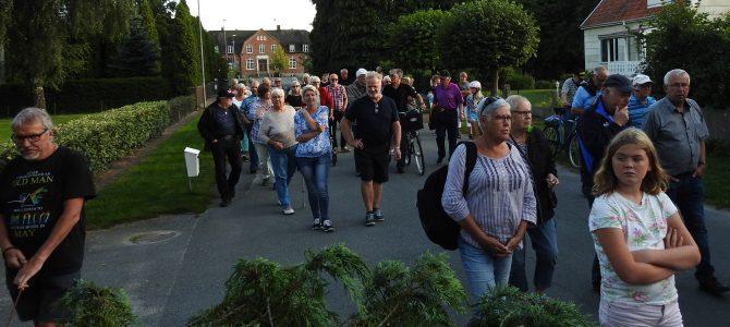 Byvandringen i Gualöv lockade många kändisar…