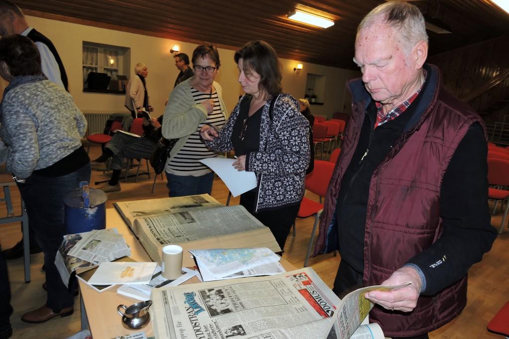 Efter föreläsningen gavs tillfälle att läsa gamla Sydöstran tidningar från 1981 som var inbunden större bokformat.